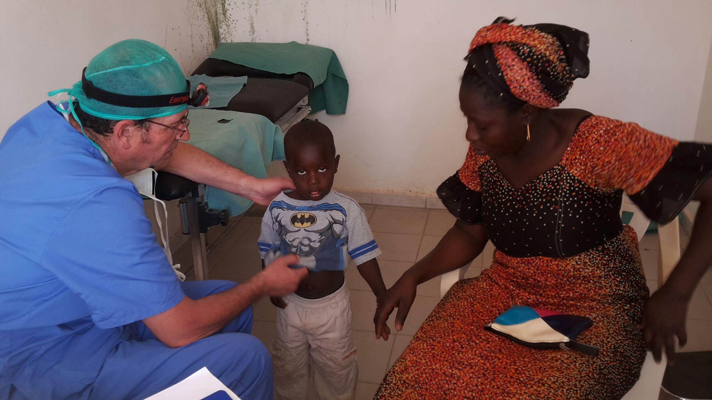 Operando niños en Senegal con ADGN en 2018